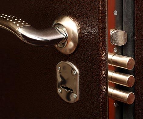 Гражданин Воркуты заварил входную дверь квартиры сего супругой идетьми