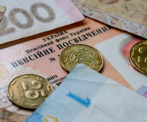 Медведчук: за 5 лет пенсии на Украине снизились вдвое
