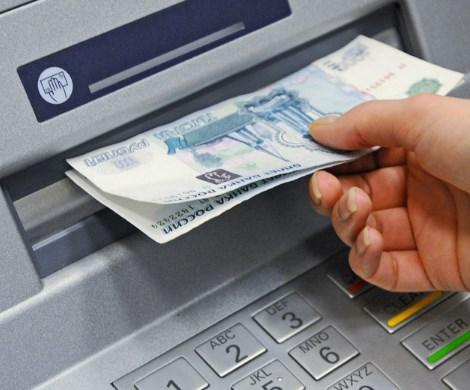«Зарплатное рабство»: банки снова заинтересовались деньгами россиян