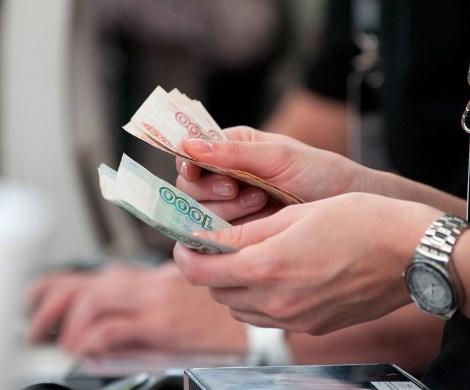 Зарплаты миллионов россиян хотят увеличить: правительство может предложить россиянам доплаты за «условия труда»