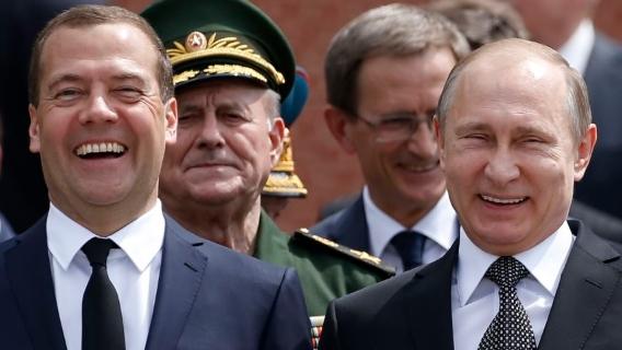 «Президентом станет Медведев»: политологи считают стартовавший «транзит» обманом
